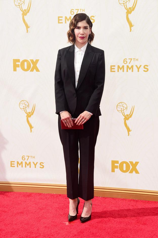 Carrie Brownstein é outra que adora um look clássico:
