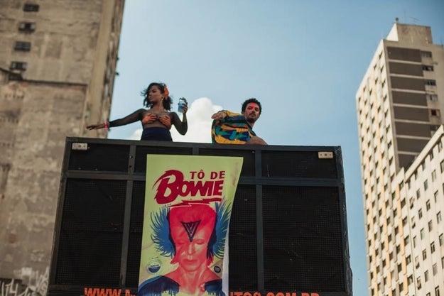 """E só o quem usa a gíria """"tô de boa"""" poderia ter o Bloco Tô de Bowie no Carnaval."""