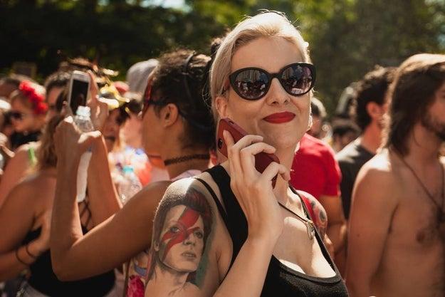 E essa tatuagem do Bowie no meio de um monte de gente sem camisa. Cenário 200% verão brasileiro.