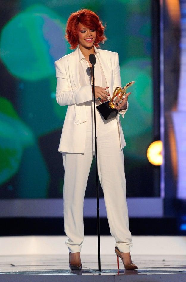 E Rihanna uma vez reinventou o estilo todo de branco:
