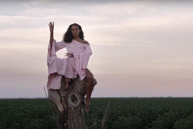 """Mejor interpretación R&B: """"Cranes in the Sky"""" de Solange."""