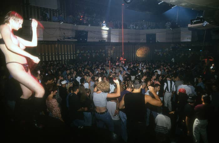 30 Photos That Show Just How Insane The '90s Club Scene Really Was