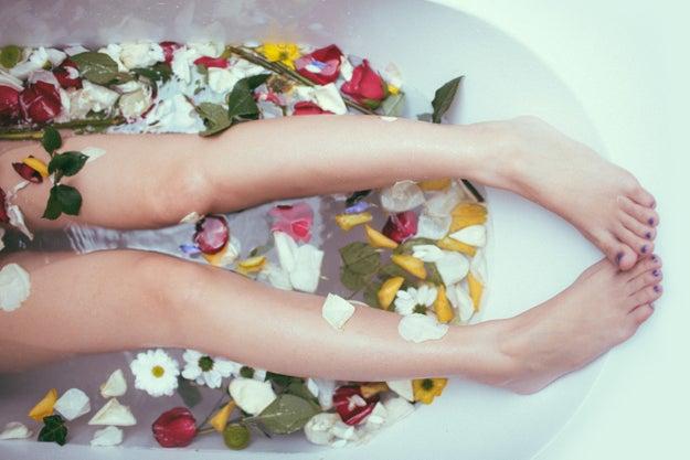 Bañarte en la tina en lugar de en la regadera.