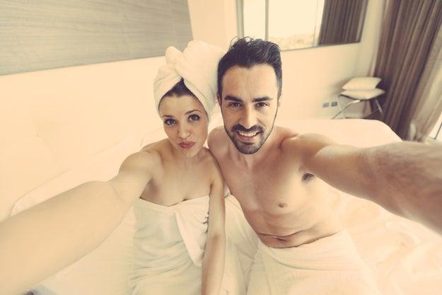 No bañarte con tu pareja ;)