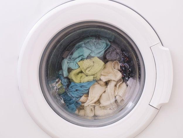 Usar la lavadora y el lavaplatos sin cargas completas.