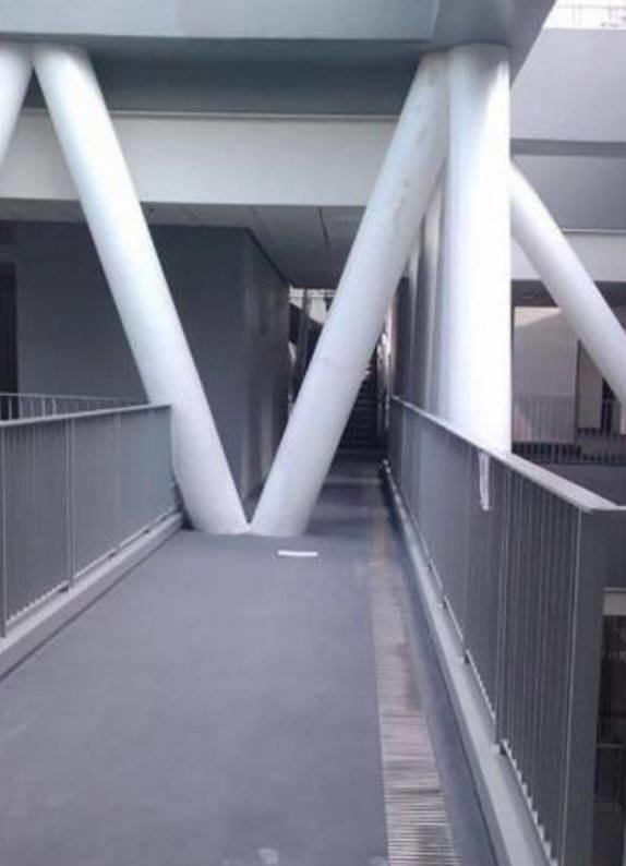 Este es el pasillo más recorrido de la Universidad del Parkour.