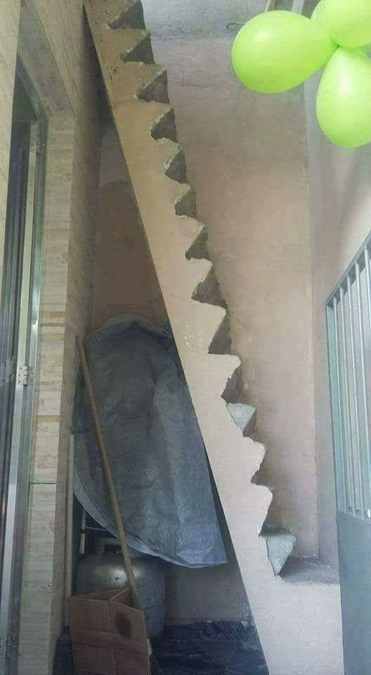 Por esta escalera se llega a la iluminación.