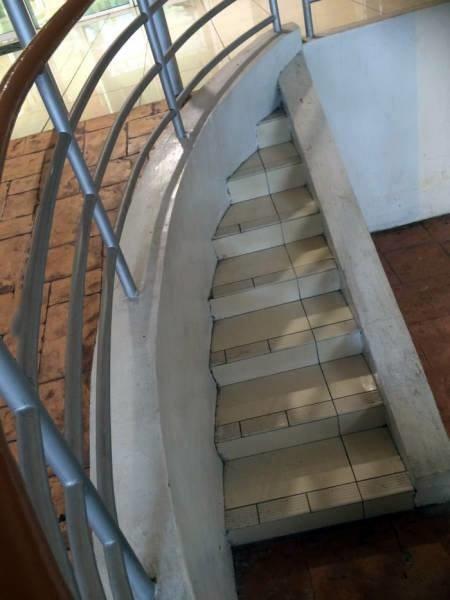 En una dimensión paralela, la escalera es la que corta la rampa.