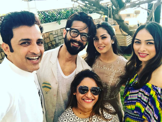 And being the perfect wife/BFF that she is, Mira Rajput threw him the best birthday bash ever.