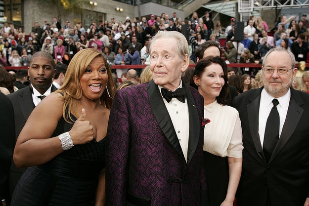 Queen Latifah photobombed legendary actor Peter O'Toole — who was nominated for Best Actor for his performance in Venus.