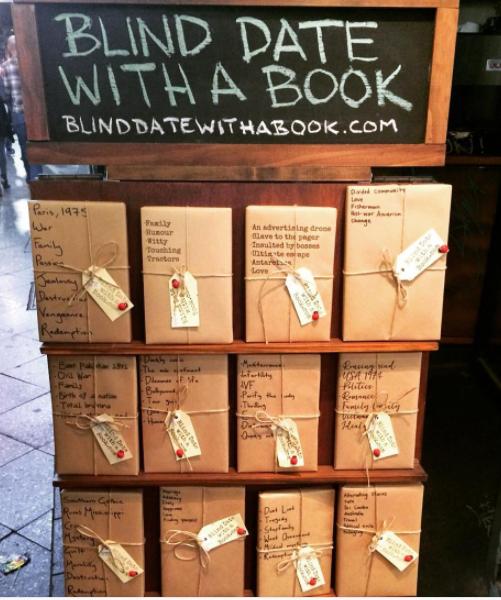 """La campaña de esta librería, """"cita a ciegas con un libro"""", que te anima a leer algo nuevo (y a no juzgar un libro por su portada)."""