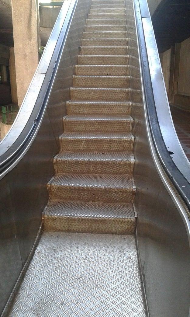 Estas escaleras mecánicas estáticas.