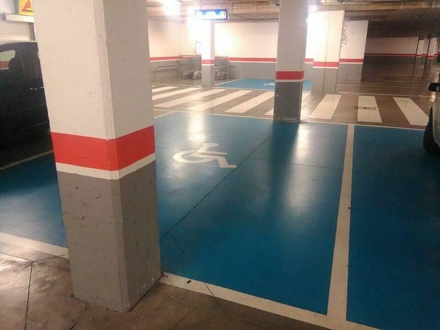 Esta plaza de aparcamiento que está fenomenal para que empieces a utilizar el transporte público.