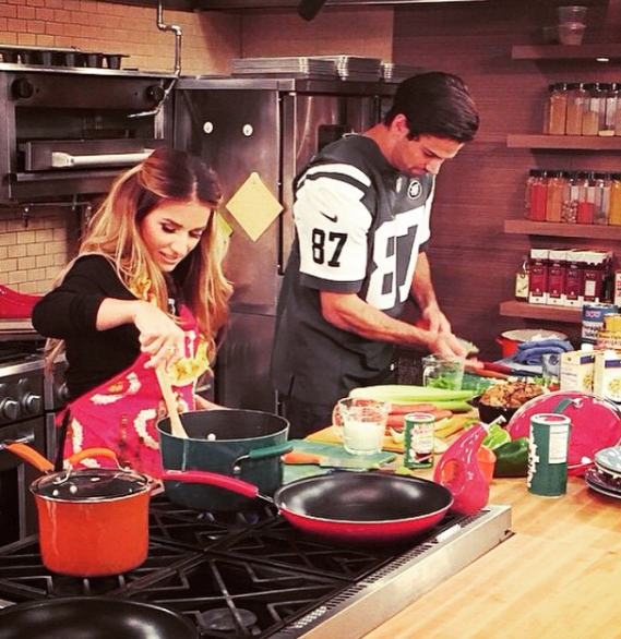 Starting your day in the kitchen with Eric and Jessie James Decker creating mouthwatering meals is the ultimate dream date.