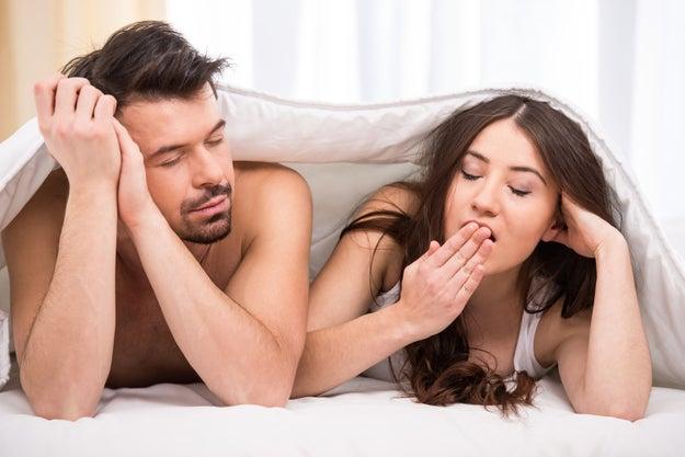 """Que el hombre insista con frases como """"anda, hazlo por mí"""" cuando tú ya le has dicho que no disfrutas con determinada práctica sexual."""