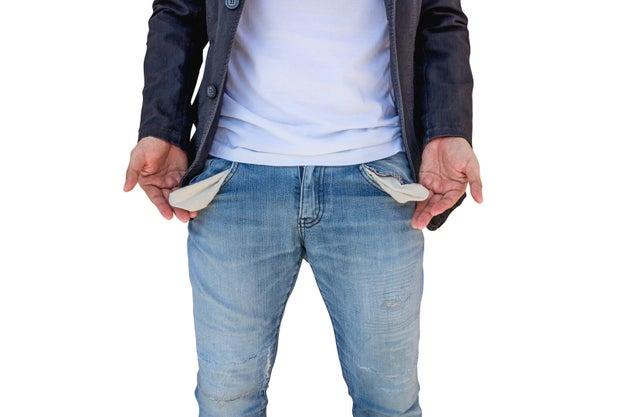 Que el hombre se sienta incómodo si tú ganas más dinero que él.