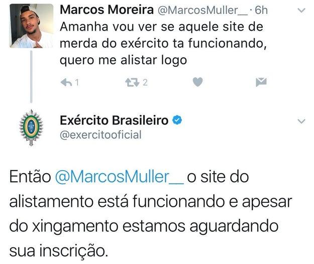 O Marcos estava casualmente em seu Twitter reclamando da vida quando escolheu xingar o site do Exército Brasileiro. O que ele talvez não esperava é que receber uma resposta e um puxão de orelha.