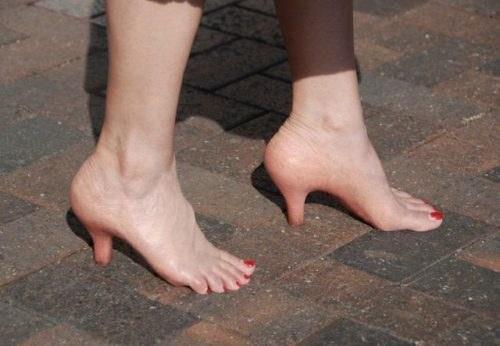 Heels kulit?