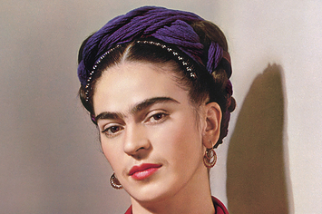 FAMOUS ICONIC MEXICAN PAINTER FRIDA KAHLO IN STUNNING PUBLICITY PHOTO