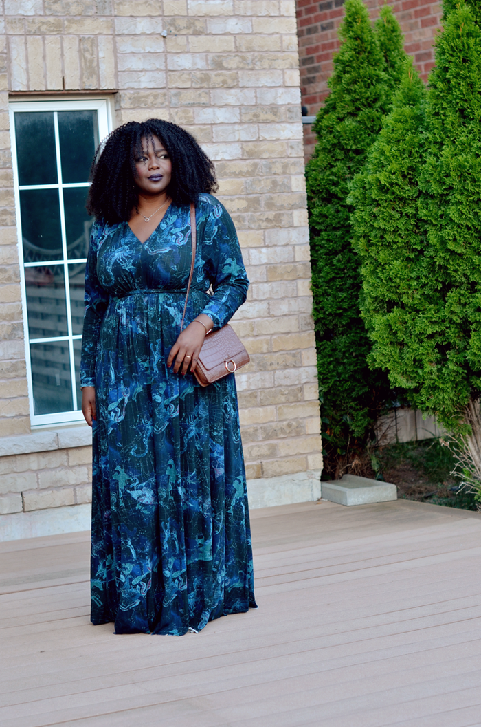 """""""Don't be afraid to size up. Finding long maxi dresses can be tricky at times. Every time I find one I really love, I go one or two sizes up to get my desired length."""" —Assa of My Curves and Curls"""