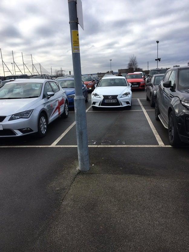 Podrías estar buscando estacionamiento en este lugar diseñado por terroristas.