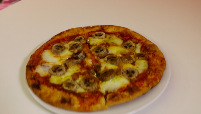 We Tried The Banana Pizza That S Freaking People Out