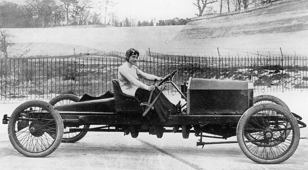 Dorothy Levitt, pioneer of automotive racing.