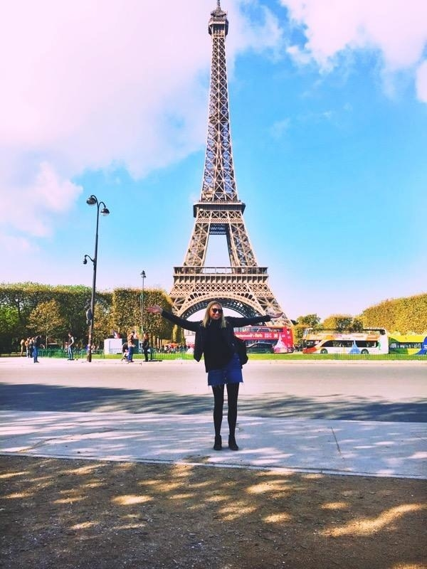 how to travel alone at 17