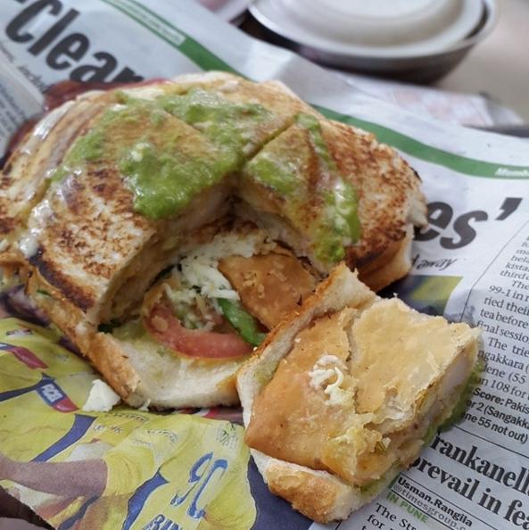 Samosa sandwich at Nariman Point.