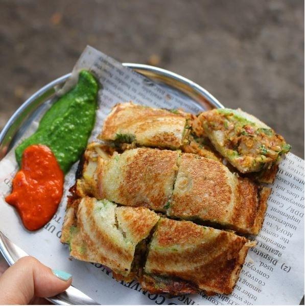 Golden stuffed bhel sandwich at Sadguru Sandwich, Vile Parle.