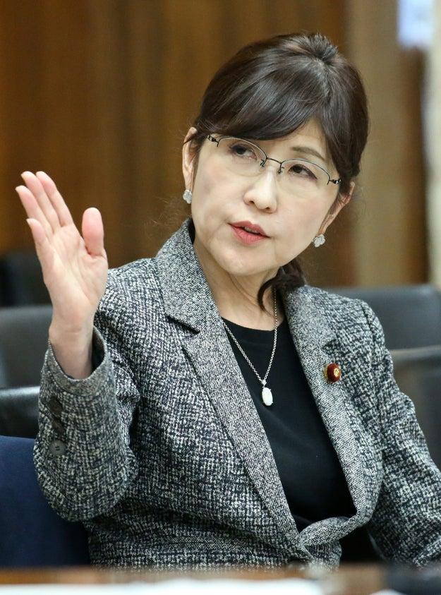 国会で籠池泰典理事長との関係を問われている稲田朋美防衛大臣が「教育勅語の核の部分は取り戻すべき」と答弁しています。