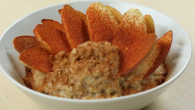 Breakfast: Apple Cinnamon Oatmeal