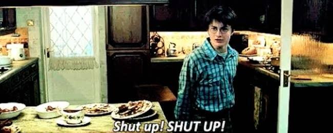 'Cale a boca! CALE A BOCA!'