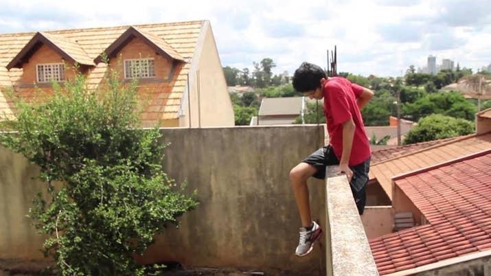 Principalmente se fosse pra resgatar a sua bola que pulou o muro.
