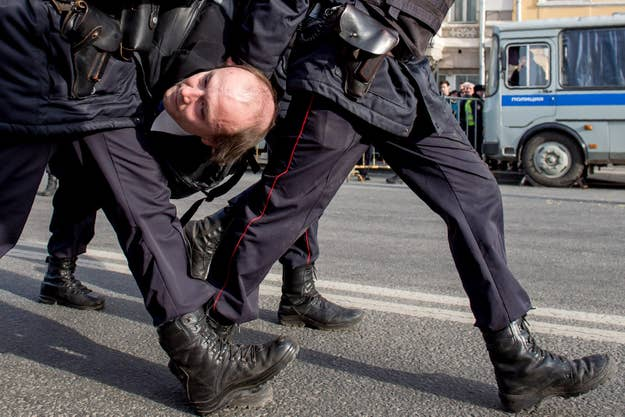Полиция разогнала мирную демонстрацию в Москве в воскресенье.