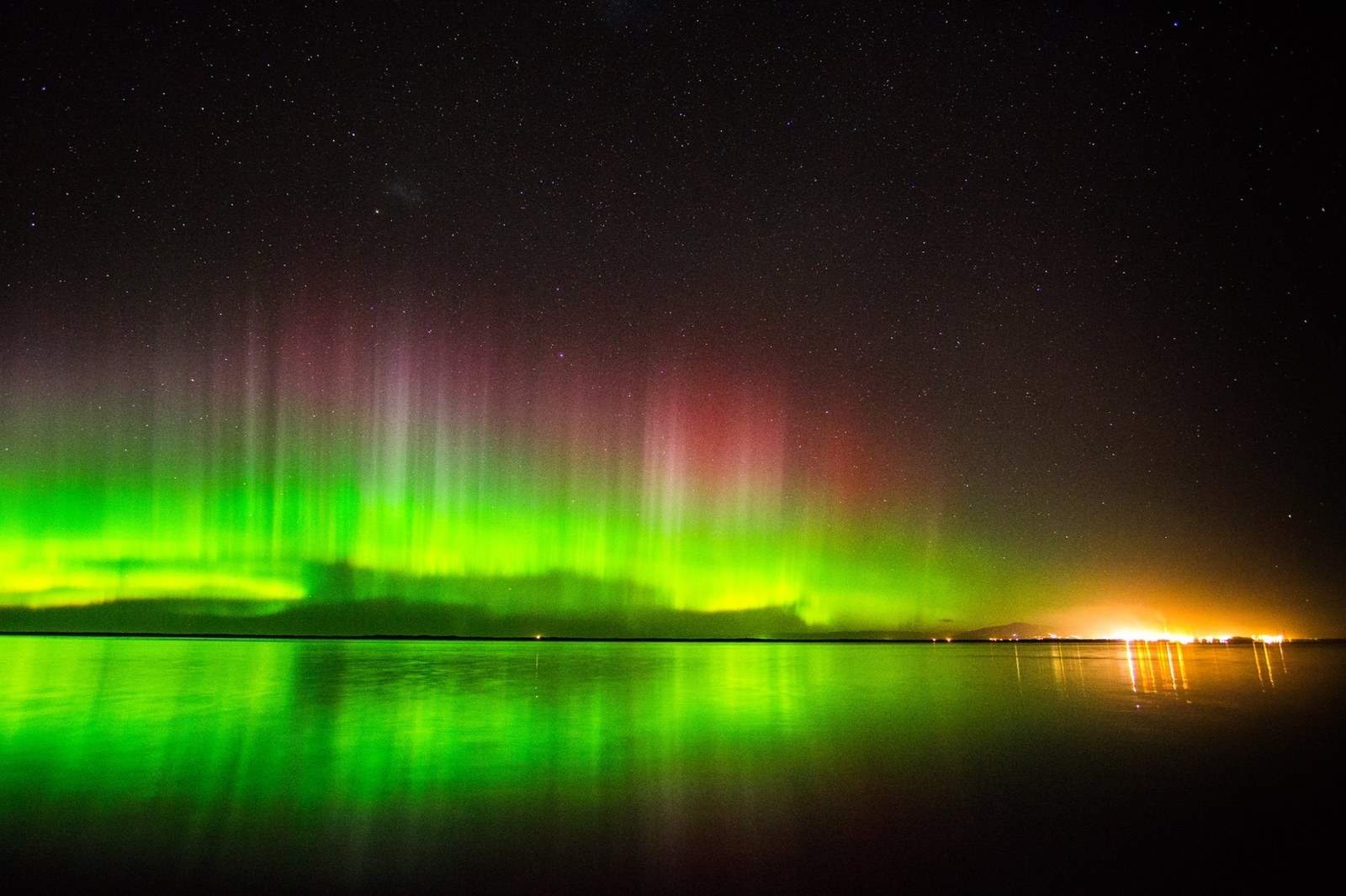 "Last Night's Aurora Australis Was The One ""Storm"" You'd Stay Outdoors For"