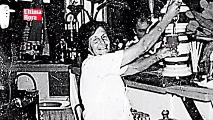 Dos mujeres desaparecieron en Mallorca con 11 años de diferencia y un solo vínculo en común: Antonio S. O, de profesión manitas, que poseía una tienda de souvenirs en Cala Major justo al lado del bar de la primera desaparecida y que compró un apartamento por 150.000 euros a la segunda desaparecida.La primera desaparecida, Ángeles Arroyo, regentaba un bar y desapareció sin dejar rastro. Los vecinos y conocidos alertaron de una trifulca que había tenido con el principal sospechoso. La Policía le tomó declaración, pero este reconoció haber tenido una discusión sin importancia con Arroyo y, a falta de pruebas, la policía le dejó en libertad.Once años más tarde, en 2007, el mismo sospechoso se vio envuelto en la misteriosa desaparición de Margalida Bestard, quien llevaba unos cuántos meses detrás de Antonio S.O, para pedirle que pagase el impuesto de basuras del Ayuntamiento y cambiase su titularidad. Unos días más tarde, Bestard desapareció.A pesar de sus sospechas, la Policía nunca ha podido llegar a demostrar la culpabilidad de Antonio. La Guardia Civil pensó que Margalida Bestard estaba emparedada en el garaje de Antonio, pero jamás la encontraron. Las mujeres continúan desaparecidas. La familia de Bestard ha declarado que 'estamos ante el maestro del asesinato'.