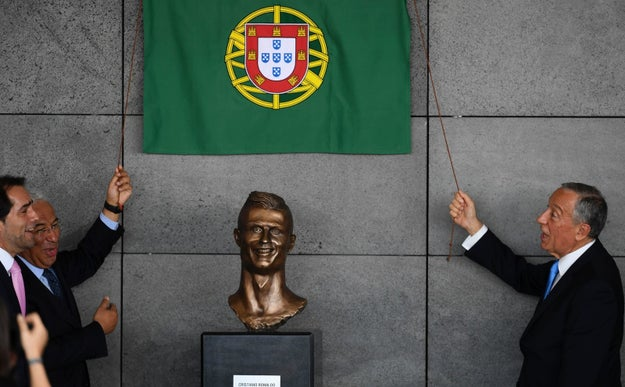 Which is cool and all but OH MY GOD LOOK AT THIS STATUE OF RONALDO THAT WAS UNVEILED DURING THE CEREMONY.