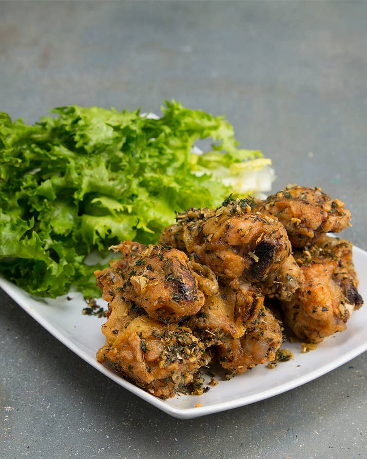 You need to make this healthier spin on chicken wings asap garlic herb wings forumfinder Image collections