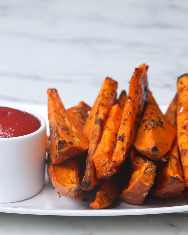 Servings: 3-4INGREDIENTS3 medium-sized sweet potatoes⅓ cup olive oil1 teaspoon salt½ teaspoon pepper2 tablespoons fresh rosemary, finely choppedPREPARATION# Preheat oven to 400°F/200°C.# Thoroughly wash sweet potatoes. Slice in half, then into wedges.# Toss wedges in olive oil and seasonings. Place on a baking sheet, skin side down, and bake 30-40 minutes.# Enjoy!