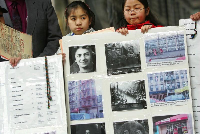 El 19 de marzo de 1911, apenas unos días después de que se celebrara el primer Día Internacional de la Mujer Trabajadora, ocurrió el incendio de una fábrica de confección de camisas en Nueva York.