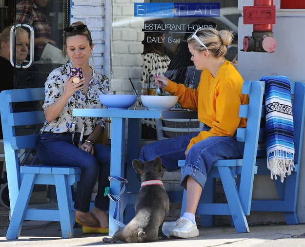 Well, when Reese and ReeseS (iPhone joke) grabbed some lunch on Tuesday, a woman — who thought there was just ONE Reese Witherspoon — spotted the pair...