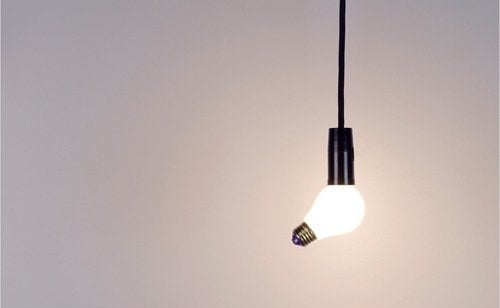 A tricky lightbulb that doesn't plug in as it should.