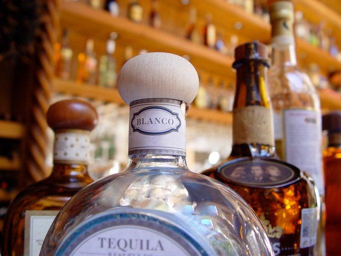 Wie bei Wein hängt die Art des Tequilas von vielen Dingen ab: die Zubereitung, das Alter, ob er 100% Agave ist und so weiter.