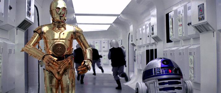 Muitas das reações de C-3PO correspondem às falas originais de R2.