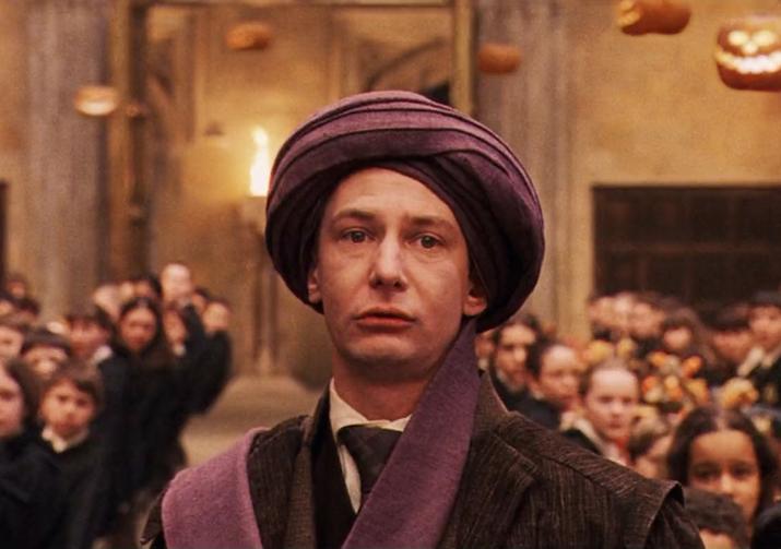 'De verdad que me encanta Dumbledore (es listo, ingenioso y elegante a más no poder y siempre parece saber todo lo que sucede); pero ¿cómo pudo no darse cuenta de que Voldemort estaba viviendo bajo el turbante de Quirrell durante todo un año? Parece que sabe dónde están las horrocruxes, pero el que la cara de Voldemort esté encima de la cabeza de alguien es demasiado para él'.—tiiisha