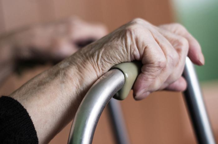 Immer mehr alte Menschen sind auf Hilfe angewiesen. In Pflegeheimen werden vor allem die besonders bedürftigen versorgt.