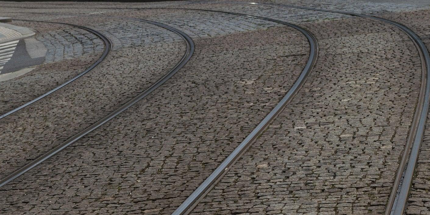 Überall: Ein auf Schienen fahrendes Verkehrsmittel.In Bremen: 'Ich bin nicht von hier.'