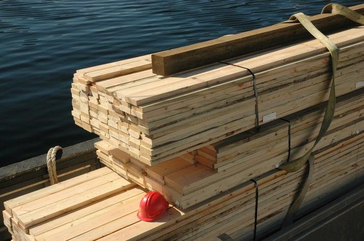 Überall: Ein Hafen, an dem Holz verkauft wird.In Bremen: Ein Hafen, an dem Sex verkauft wird.