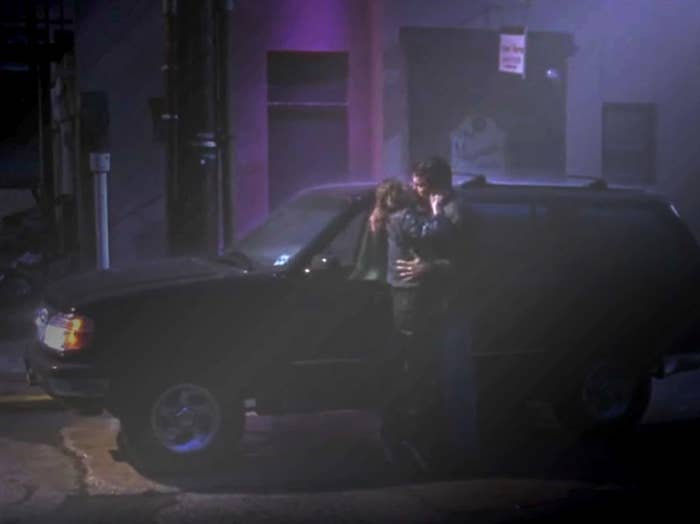 Holden and Alyssa kissing in the rain, Chasing Amy, 1997.